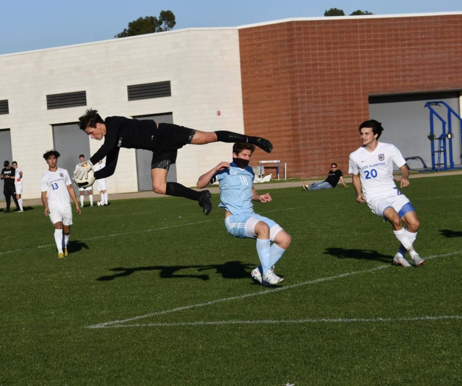 CdM+Boys+Varsity+Soccer+Against+Los+Alamitos