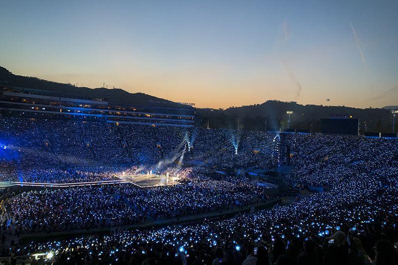 BTS+at+the+Rose+Bowl